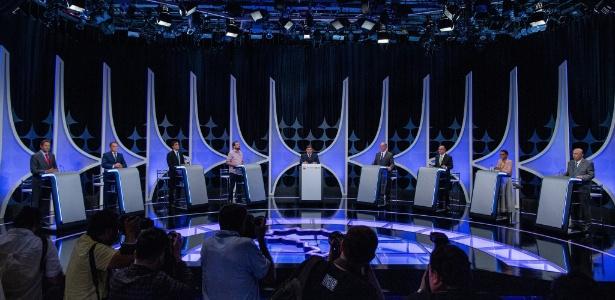 candidatos-durante-o-debate-promovido-por-uol-folha-e-sbt-mediado-pelo-jornalista-carlos-nascimento-1538000982403_615x300